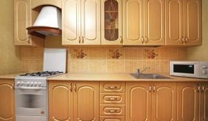 Кухни в классическом стиле с фасадом из дуба