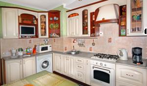 Кухня ваниль в темном корпусе