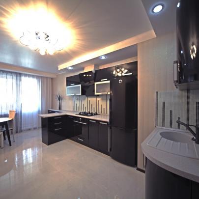 Фото черно-белой кухни из магазина Кухмастер в Саратове