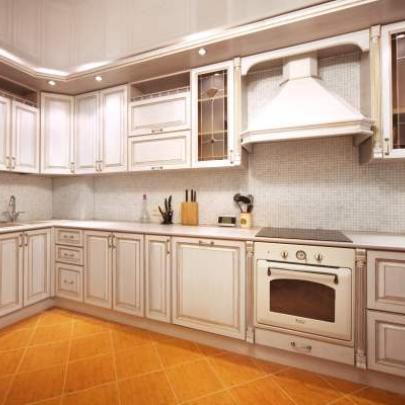 Фото кухни из массива дерева