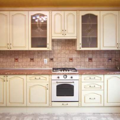 Фото примера бежевой кухни из нашего каталога