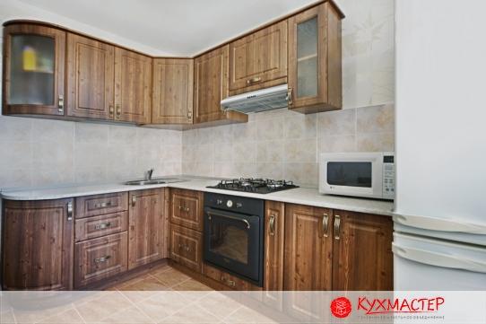 На фото интерьер дизайна маленькой кухни, заказанной в магазине Кухмастер (Саратов)