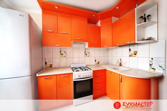 Фото оранжевой кухни из магазина Кухмастер в Саратове